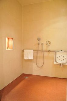 Melia Hotel, Berlin, Germany - Accessible shower