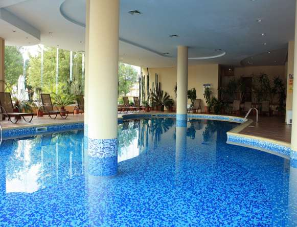 Holiday hotels for disabled people wheelchair accessible - Sunny beach pools ...