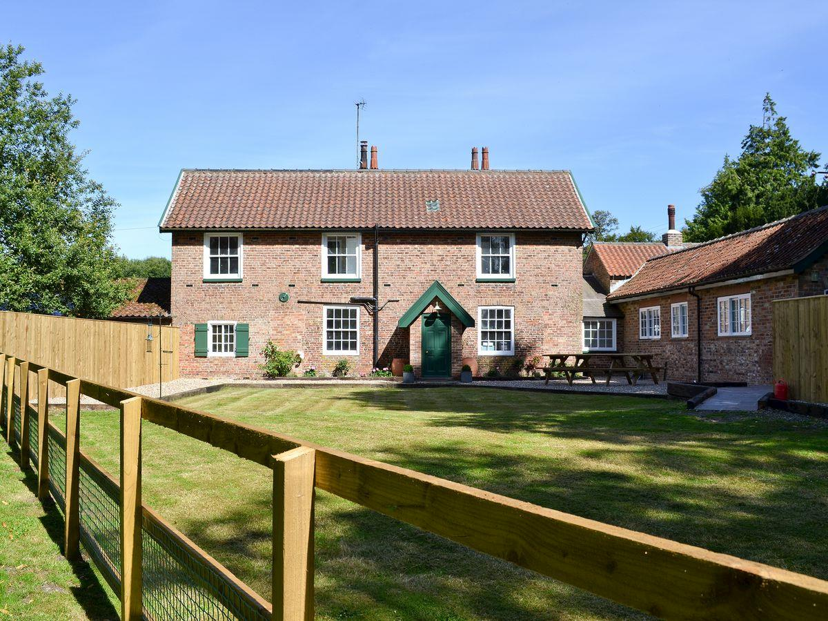 Disabled Holidays - The Garden Cottage, Bridlington, East Yorkshire, England