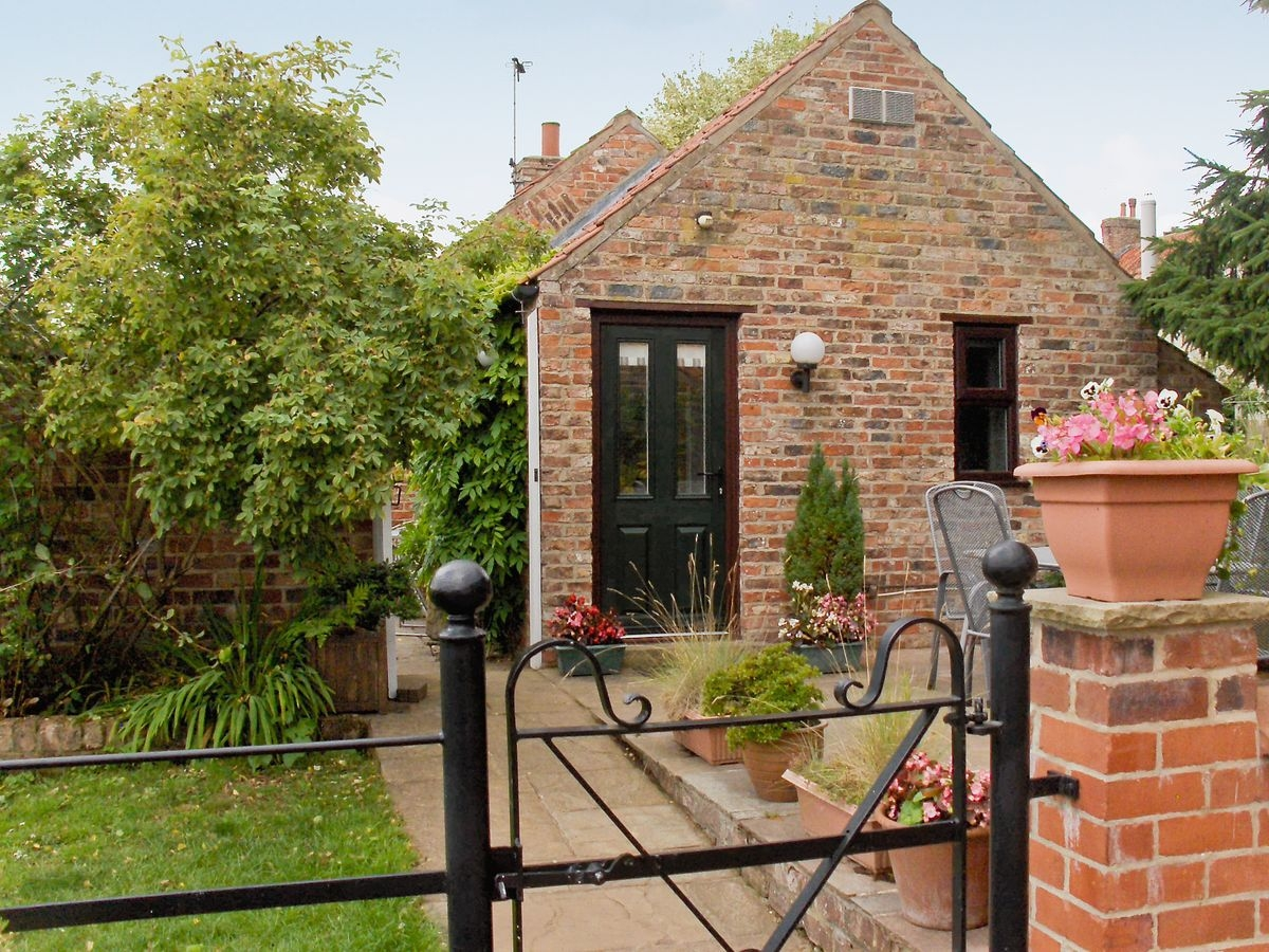 Disabled Holidays - Wisteria Cottage, York, North Yorkshire, England - Accessible Wheelchair Friendly Accommodation