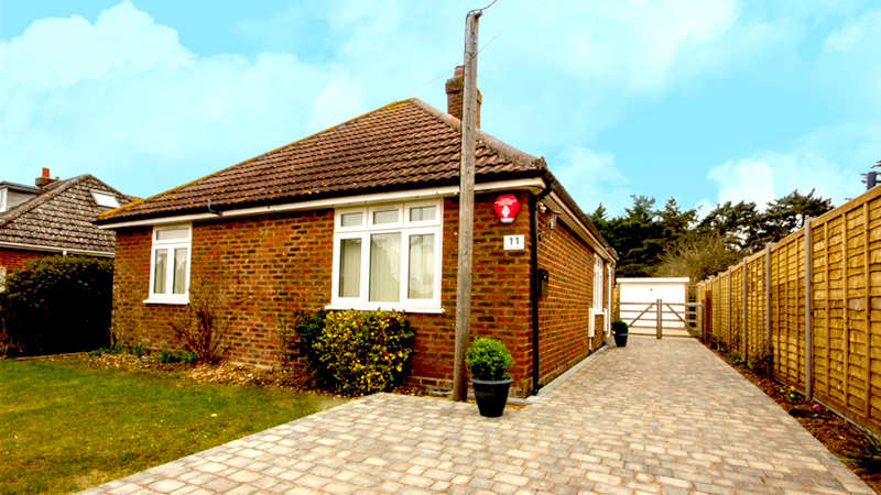 Disabled Holidays - Garden Bench Cottage, Hampshire - UK