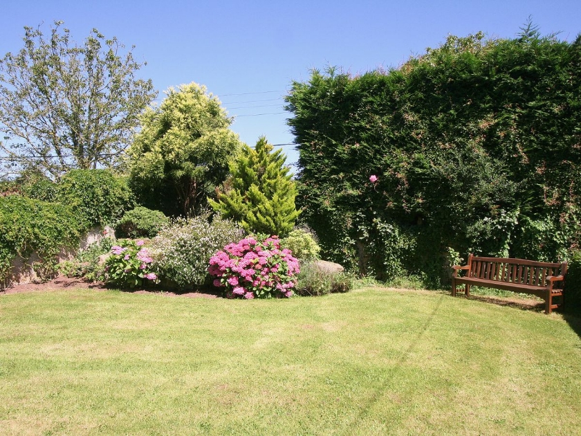Wheelchair friendly accessible accommodation in fitzhead - Holiday homes in somerset with swimming pool ...