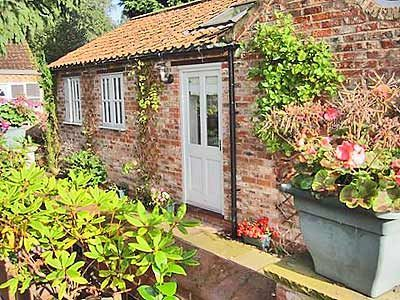 Disabled Holidays - Rustys Cottage, York, North Yorkshire, England - Accessible Wheelchair Friendly Accommodation