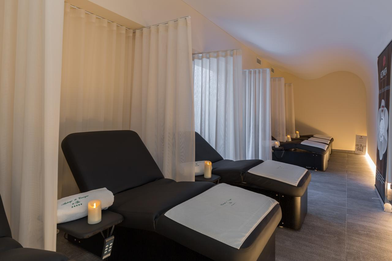 disabled holidays and accessible accommodation in avignon at the auberge de cassagne. Black Bedroom Furniture Sets. Home Design Ideas