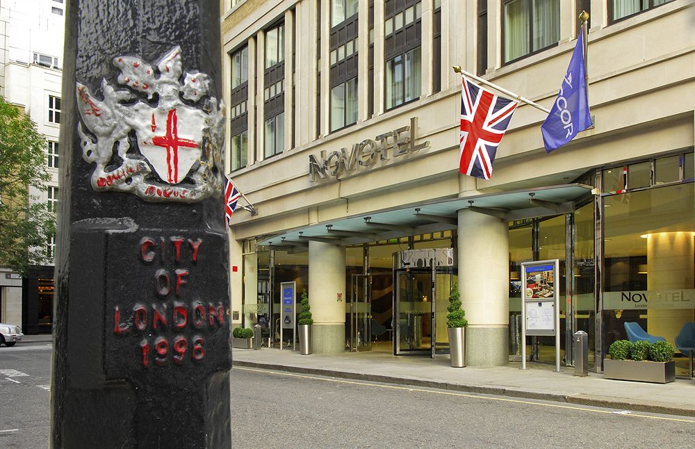 accessible hotels in london at the hotel novotel london. Black Bedroom Furniture Sets. Home Design Ideas
