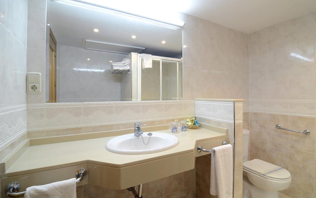 Disabled access holidays wheelchair accessible for Bathrooms fuengirola