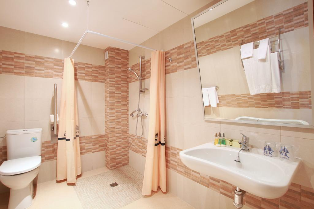 Disabled Access Holidays - Wheelchair accessible accommodation in the Hotel Apartamentos Pyr ...