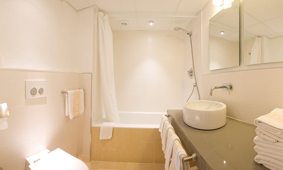 Disabled holidays in ibiza for Bella bathrooms
