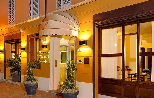 Disabled holidays bologna bologna italy at hotel al for Hotel cappello rosso