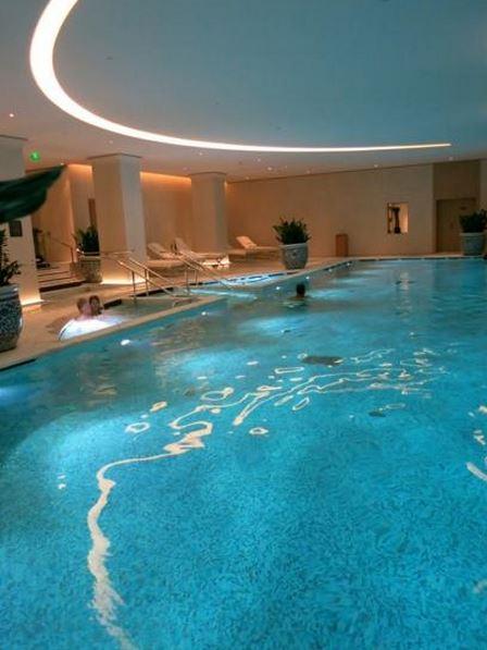 Disabled holidays in paris france at the peninsula paris for Swimming pool paris