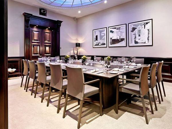 Disabled holidays in england at the threadneedles for Best private dining rooms city of london