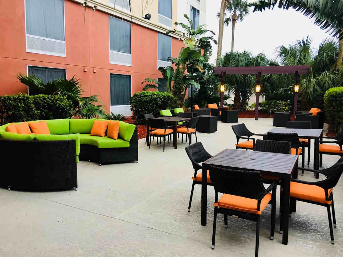 Holiday Inn Hotel and Suites Across From Universal Orlando