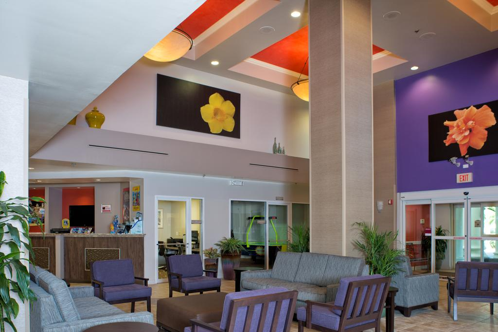 Comfort Suites Maingate East