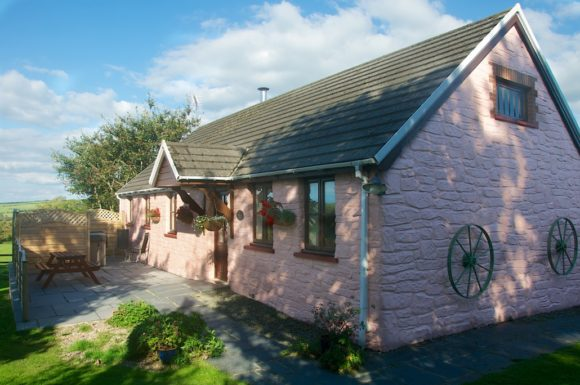 Disabled Holidays - The Wheel - Canllefaes Ganol Cottages, Cardigan, Ceredigion, Wales