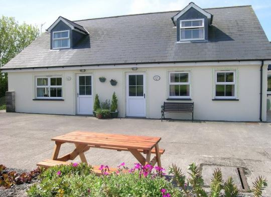 Disabled Holidays - Honeysuckle Bngalow, Whitland, Carmarthenshire, Wales