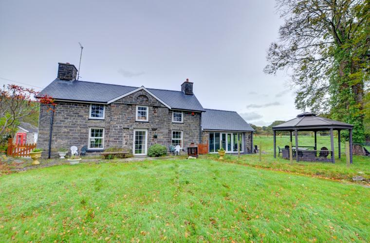 Disabled Holidays - Pentre Farmhouse - Wales